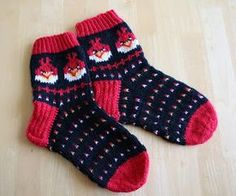 Angry Birds wool socks pattern (in finnish) Knitting For Kids, Knitting Socks, Baby Knitting, Knit Socks, Knitted Slippers, Knitted Hats, Knit Or Crochet, Crochet Hats, Tapestry Crochet Patterns