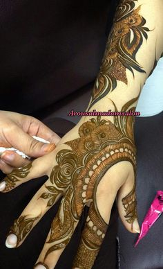 ✨Pinterest: فاطمه م✨ Traditional Henna Designs, Rose Mehndi Designs, Khafif Mehndi Design, Latest Henna Designs, Indian Mehndi Designs, Henna Art Designs, Modern Mehndi Designs, Mehndi Design Photos, Wedding Mehndi Designs
