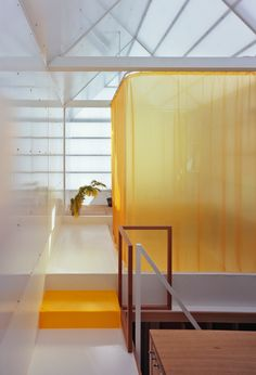 Is a curtain enough to create the sensation of privacy in a small space, or are real walls required? House in Yamasaki, by Tato Architects