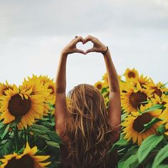 Imagem de girl, flowers, and summer