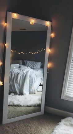 Tips for a Minimalist Bedroom Design Cool Teen Bedrooms, Teenage Girl Bedrooms, Vintage Teenage Bedroom, Cool Rooms For Teenagers, Small Bedroom Ideas For Teens, Bedroom Diy Teenager, Girls Bedroom Ideas Paint, Black Bed Room Ideas, Teen Bed Room Ideas