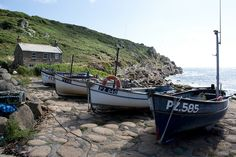 Snap up a flash prize by entering your most beautiful #Cornwall photos into the Cornish Guardian's #photography #competition! More info here https://www.johnfowlerholidays.com/foxy-blog/flash-prize-grabs-cornish-guardian-photography-competition