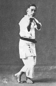 Chōshin Chibana (1885 - 1969) was an Okinawan martial artist and the founder Shorin-ryū Karate. Martial Arts Techniques, Self Defense Techniques, Karate Styles, Okinawan Karate, Goju Ryu, Tang Soo Do, Senior Student, Hapkido, Martial Artist