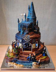 Harry Potter cake- OH MY GOSH THIS IS SO COOL CAN SOMEONE PLEASE HELP ME FIGURE OUT HOW TO MAKE THIS?!?!?!?!?!