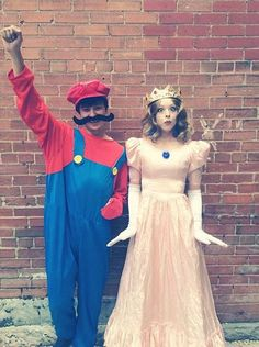 Hallowen Costume Couples Deciding on a coordinating Halloween costume with your partner can be challenging, but these DIY couples costumes are sure to inspire you and make your decision easier. Bricolage Halloween Original, Original Halloween Costumes, Homemade Halloween Costumes, Cute Halloween Costumes, Cool Costumes, Costume Ideas, Halloween Couples, Halloween Recipe, Group Costumes