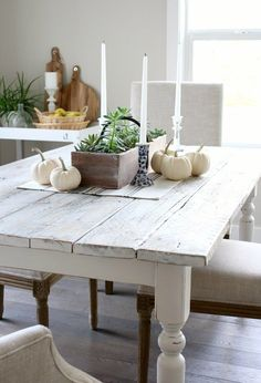 Whitewashed Reclaimed Wood Dining Table- Whitewashed Reclaimed Wood Dining Table Is your kitchen table dated? Add a bit of farmhouse chic by transforming it into a whitewashed reclaimed wood dining table. Step-by-step instructions… - Whitewash Dining Table, Farmhouse Dining Room Table, Reclaimed Wood Dining Table, Diy Dining Table, Kitchen Tables, Farm Tables, Wood Tables, Diy Kitchen, Kitchen Dining