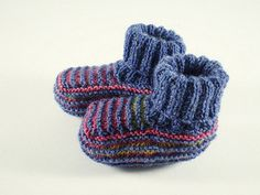 Pippi Baby Booties: free two color garter stripe baby sock booties pattern by Frankie Brown on Ravelry