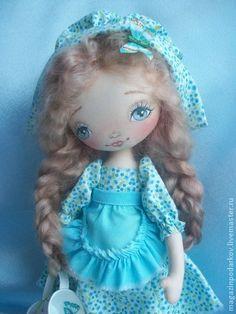 Кукла Настёна. Интерьерная куколка Настёна с  двумя косами, которые можно распустить и завязать два хвостика или оставить распущенные.  Подставка идёт в…