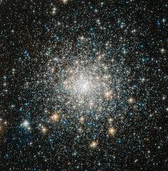 El Cúmulo globular M70 (también conocido como M70 o NGC 6681) es un cúmulo globular en la constelación de Sagitario. Fue descubierto por Charles Messier en 1780. M70 está a una distancia de aproximadamente 29.300 años luz de distancia respecto la Tierra y cerca del centro galáctico. Tiene aproximadamente el mismo tamaño y luminosidad que su vecino en el espacio, el cúmulo globular M69. Sólo se conocen 2 estrellas variables dentro de este cúmulo.