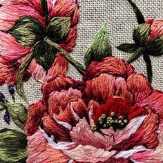 Embroidered Roses, Crochet, Christmas Wreaths, Embroidery, Holiday Decor, Painting, Hand Embroidery, Tutorials, Painted Flowers