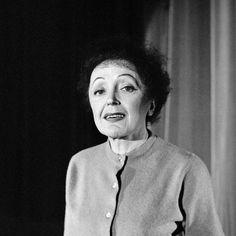 L'INA avec Photoservice.com - Edith Piaf en répétition sur la scène de l'Olympia