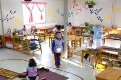 Ambiente 3-6 Reggio Emilia, Kindergarten Learning, Learning Activities, Reggio Documentation, Montessori Classroom, Montessori Materials, Practical Life, Light Table, Kids Rugs