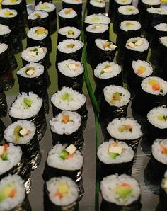 Avocado And Hemp Recipe, What's for lunch? How about Hemp And Avocado Sushi Rolls? Veggie Asian Recipes, Sushi Recipes, Snack Recipes, Healthy Recipes, Hemp Recipe, My Favorite Food, Favorite Recipes, Veggie Sushi, Whats For Lunch