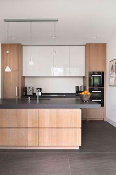 Modern Kitchen Interior Remodeling Modern Kitchen Cabinets Ideas to Get More Inspiration Dish Refacing Kitchen Cabinets, Modern Kitchen Cabinets, Ikea Kitchen, Kitchen Interior, Kitchen Decor, Condo Kitchen, Narrow Kitchen, Kitchen Mats, Ranch Kitchen