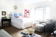 The thoughtful furniture placement in this Manhattan apartment creates surprising amounts of entertaining space.