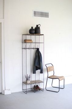DETAILSThis double locker features a beautiful pairing of wire and wood.Two shelves and fours hooks turn this double locker into a classic yet useful storage unit.Product:ShelfConstruction Material:Metal