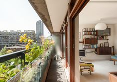 Barbican, London — The Modern House Estate Agents: Architect-Designed Property For Sale in London and the UK Mid-century Interior, Interior Architecture, Built In Cupboards, Barbican, Felder, Interior Design Inspiration, Living Spaces, Living Room, Decoration