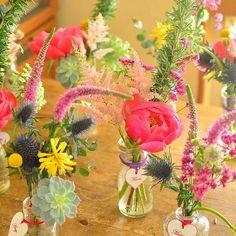 小瓶にいける ウエディングのゲスト装花✨ #fleuriste #bloom #weddingflower#guesttable #tableflowers…