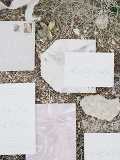 Pastel marbled wedding invitaions | Photo by  Whiskers and Willow Photography  | Read more -  http://www.100layercake.com/blog/wp-content/uploads/2015/04/Desert-wedding-inspiration