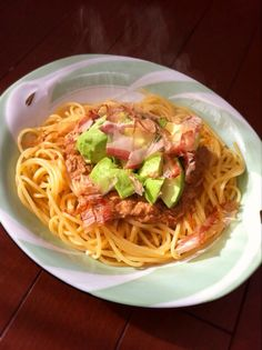 Spaghetti with avocado and tuna