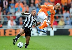Blackpool 1 Newcastle Utd 1 in April 2011 at Bloomfield Road. Danny Simpson and DJ Campbell in action Blackpool, Newcastle, Dj, Action, Football, Soccer, Group Action, Futbol, American Football