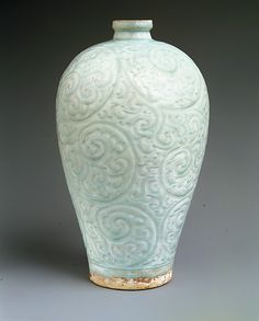Vase in Meiping Shape - China, late 13th- first half of the 14th C. Southern Song (1127–1279)–Yuan (1271–1368) dynasty