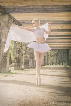 Spring ballet photoshoot by Mademoiselle Florence | Fine art Photography www.mademoiselle-florence.com