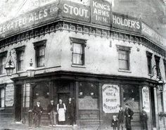 The Kings Arms Inn On the corner of Hinkley Street and Suffolk Street Birmingham Birmingham Pubs, Birmingham England, West Midlands, Industrial Revolution, Best Cities, Historical Photos, Old Town, Old Photos, Past