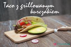 Upieczona pierś z kurczaka ze świeżymi warzywami w tortilli- to sposób na szybki, zdrowy obiad. www.fitlinefood.com
