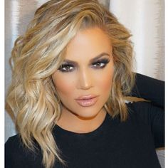 Khloe Kardashian love the new hair Medium Bob Hairstyles, Pretty Hairstyles, Layered Hairstyles, Hairstyle Ideas, Classic Hairstyles, Medium Hair Styles, Curly Hair Styles, Great Hair, Gorgeous Hair