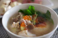 雑煮 zoni, rice cakes boiled in vegetable soup