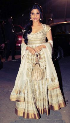 Konkana Sen Sharma looked beautiful in a white and gold embroidered Rohit Bal anarkali at the Idea Filmfare Awards Indian Bridal Fashion, Asian Fashion, Style Fashion, Fashion Beauty, Indian Attire, Indian Wear, Indian Dresses, Indian Outfits, Indian Clothes