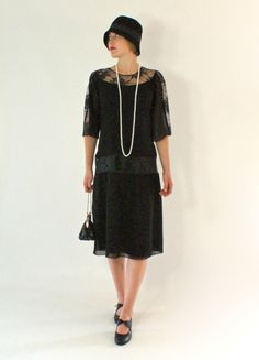 Black 1920s chiffon and lace dress van HouseOfRecollections op Etsy