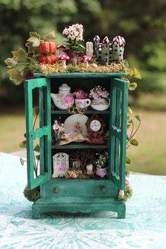 Mini Fairy Tea Cabinet~ by Tere Hernández Huerta Mini Fairy Garden, Fairy Garden Houses, Fairy Crafts, Garden Crafts, Garden Ideas, Miniature Crafts, Miniature Fairy Gardens, Fairy Garden Furniture, Fairy Doors