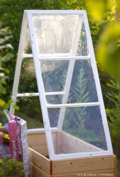 miniväxthus - Sök på Google Green Garden, Summer Garden, Garden Pots, Vegetable Garden, Victorian Greenhouses, Mini Greenhouse, Cold Frame, Old Windows, Cool Landscapes