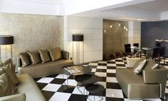 """In an attractive stone building with an English-style brick façade, the Hotel Derby offers convenient access to the El Prat airport and the Barcelona """"Fira"""" convention center as well as the lively areas of the Ensanche between the Diagonal and Sarrià boulevards. Nevertheless, what clients to the Hotel Derby most appreciate is the fact that its forty rooms are divided into two independent areas, allowing guests to have a business meeting or to work right in the room without needing to move to…"""