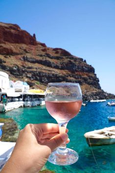 A DAY AT AMOUDI BAY IN SANTORINI | The Republic of Rose