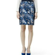Club monaco Melyssa skirt Sz 4 true to size, navy color with paisley pattern in front. Zipper back. nWOT Club Monaco Skirts