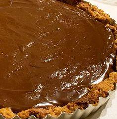 Atenção apreciadores de chocolate! Esta receita de Tarte de Chocolate é…