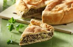 Minced meat and leak pie Flan, Quiche, Savory Tart, Mince Meat, Spanakopita, Ethnic Recipes, Torte, Pudding, Creme Caramel