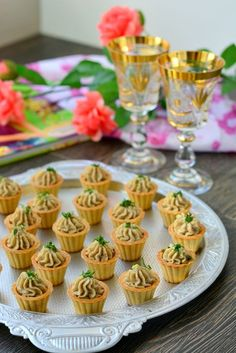simple and super easy baby Party Finger Foods, Finger Food Appetizers, Appetizer Recipes, Dessert Recipes, Pastry Design, Restaurant Dishes, Food Decoration, Russian Recipes, Mini Foods