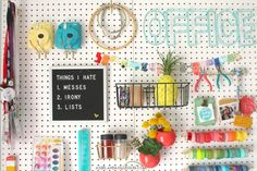 Organizing my craft room - A girl and a glue gun Sewing Room Design, Craft Room Design, Sewing Spaces, Sewing Rooms, Craft Desk, Craft Room Storage, Craft Organization, Organizing Life, Large Pegboard