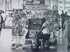 1978. Vendedor de revistas y periodicos en los pasillos del CSB.