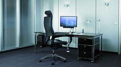 Schreibtisch Chefschreibtisch Größe 200 x 100 cm mit schwarzer Tischplatte in Echtholzfurnier Tisch Ergänzung mit PC-Halterung Monitorarm und vertikaler Kabelschlange