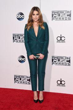 Ashley Benson de terno verde no American Music Awards 2015 | Ashley's green suit for the AMA's