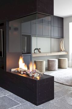 Best Pictures Contemporary Fireplace design Style Modern fireplace designs can cover a broader category compared with their contemporary counterparts. Open Fireplace, Fireplace Surrounds, Fireplace Ideas, Fireplace Glass, Floating Fireplace, Contemporary Fireplace Designs, Modern Fireplaces, Contemporary Design, Modern Design