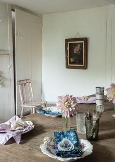 design home hacks and cheats Design Home Hack, Romantic Room, Secret Rooms, Shabby Chic Kitchen, Shabby Vintage, Home Hacks, Beautiful Space, Place Settings, Cottage Chic