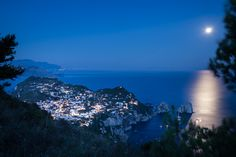 Capri, a far from the crowd sweet escape. Hotel Senaria si the right place to enjoy this! Crowd, Capri, Lifestyle, Places, Sweet, Holiday, Nature, Fun, Travel