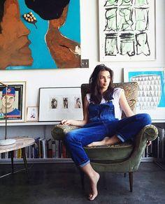 Все дело в любви к современному искусству, винтажной мебели и необычным сочетаниям