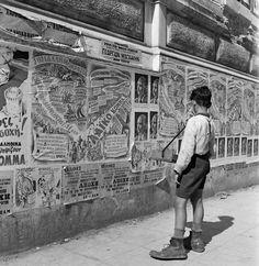 Pre-election era, Athens 1947 by Dimitris Harisiadis Vintage Pictures, Old Pictures, Vintage Images, Old Photos, Kai, Greek Town, Benaki Museum, Greece Pictures, Greece Photography